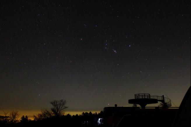 冬の大三角形の簡単な覚え方!星座の位置や見える時期について